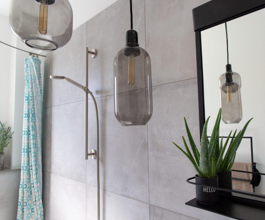 Renoviertes Bad mit Betonoptik