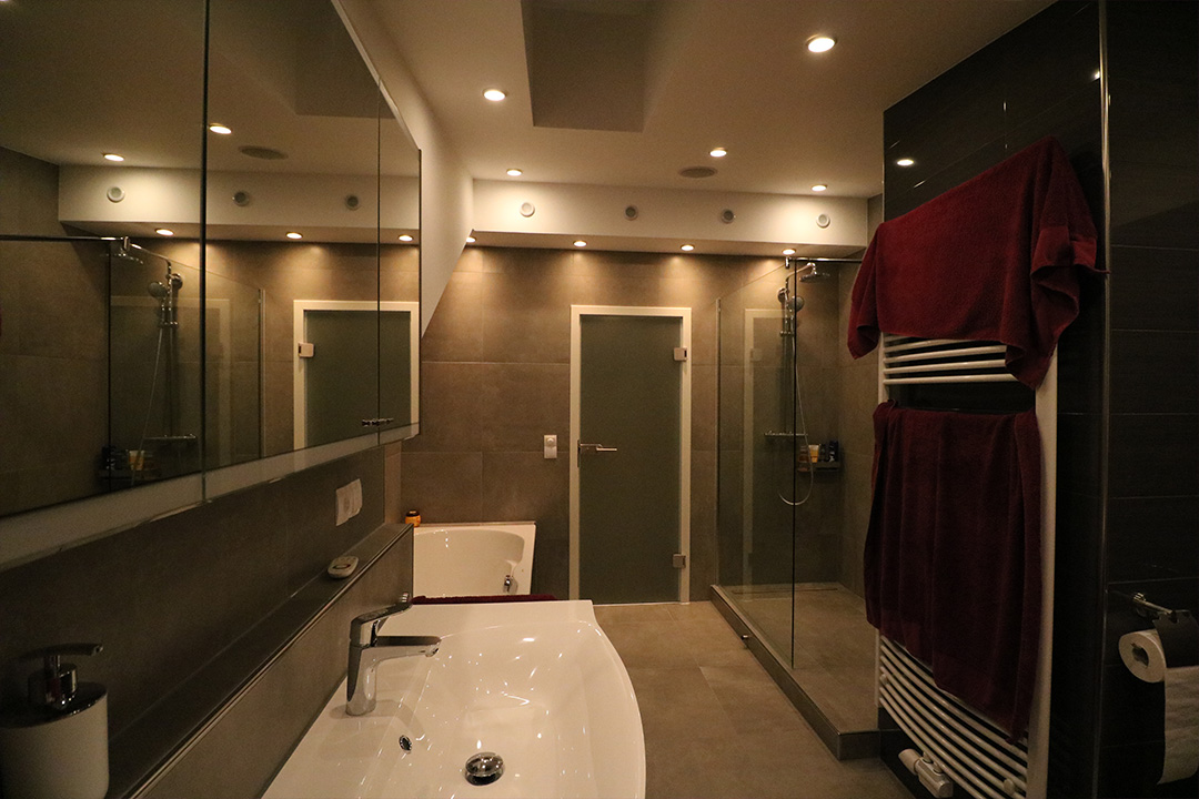 bodenfliese betonoptik titan grau 60x60 im badezimmer fliesen sale. Black Bedroom Furniture Sets. Home Design Ideas