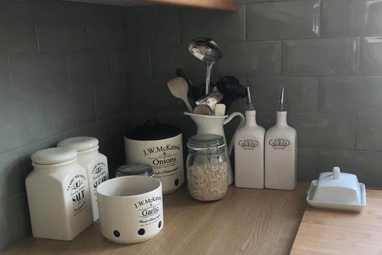 Metro Fliesen als attraktiver Küchenspiegel